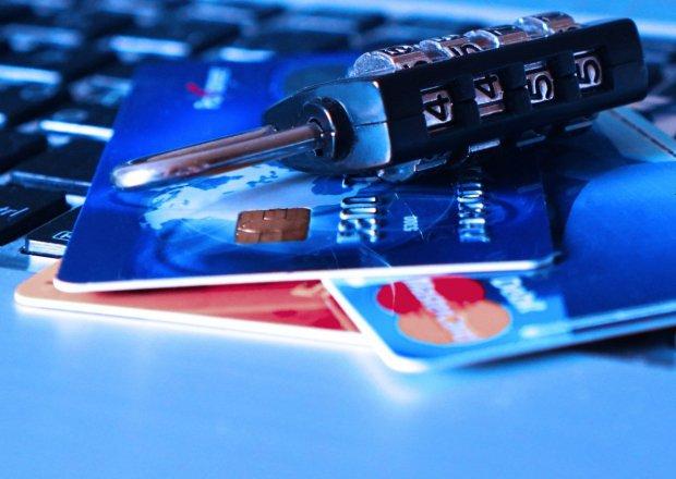 La mayoría de hacks se llevan a cabo para robar contraseñas y datos bancarios